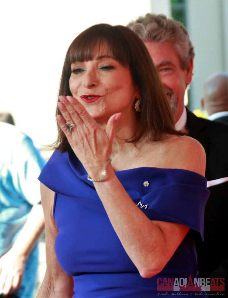 Jeanne Beker blowing kisses to her fans.
